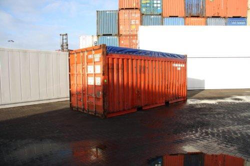 Vrachtcontainer kopen? Een open top container is geschikt voor het laden van vracht van bovenaf.